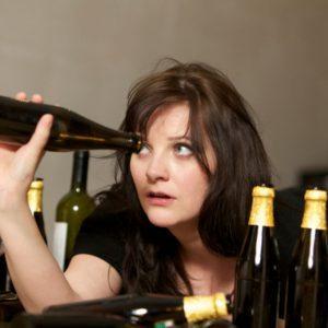 Как помочь бросить пить женщине