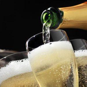 Сколько градусов алкоголя содержится в шампанском и зависит ли крепость от вида напитка?