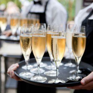 Свадьба и алкоголь: как рассчитать количество выпивки на гостей?