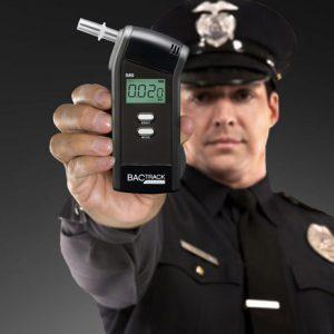 Какая установлена допустимая норма алкоголя за рулем?