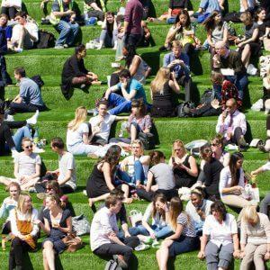Общественное место — определение по закону