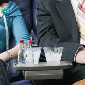 Употребление алкоголя в самолете