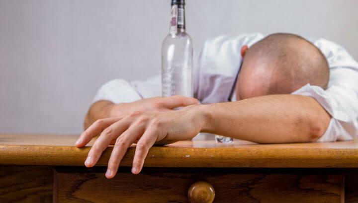 Как начинается алкоголизм у мужчин