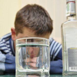 Пьет сын