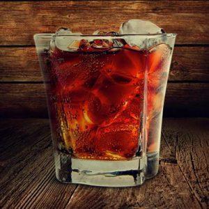 Виски с колой: чем интересен коктейль и как его употребление отразится на организме?
